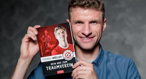Thomas Muller giới thiệu sách về bóng đá