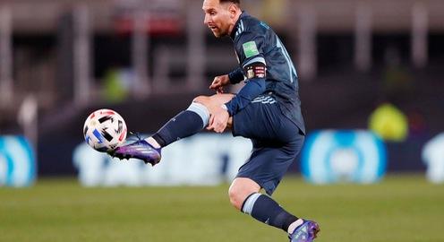 Messi im tiếng, Argentina thắng nhọc nhằn Peru