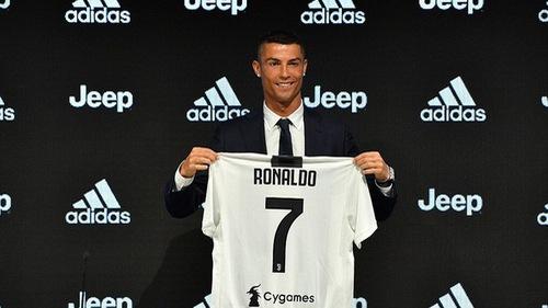 Ronaldo chính thức ra mắt Juventus
