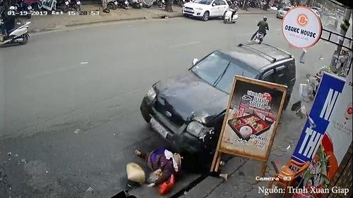 Khoảnh khắc xe điên đâm liên hoàn trên phố Ngọc Khánh, Hà Nội