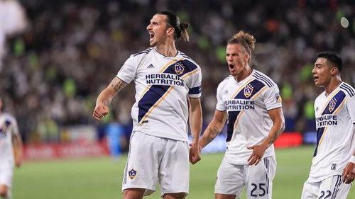 37 tuổi, Ibrahimovic vẫn lập siêu phẩm tại MLS