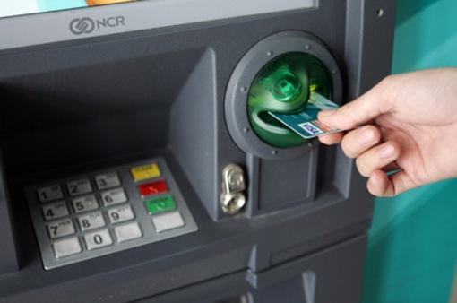 Kiến nghị tăng phí giao dịch qua ATM