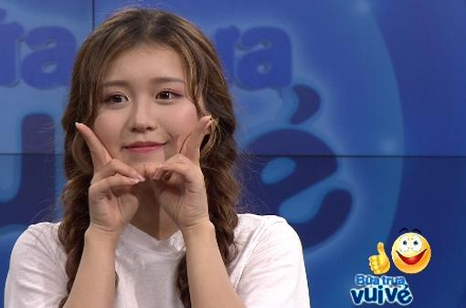 """Hot girl Han Sara """"đòi"""" khán giả thả tim vì độ dễ thương"""
