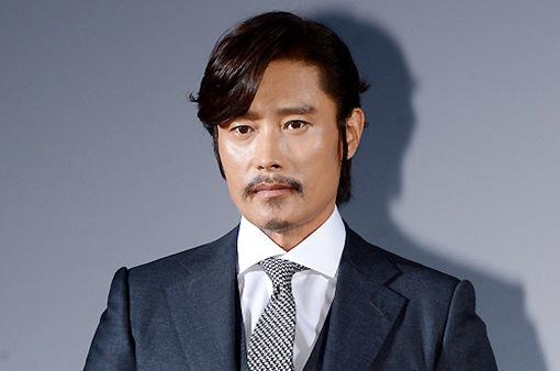 """Lee Byung Hun được đạo diễn Hollywood """"nài nỉ"""" mời đóng phim"""