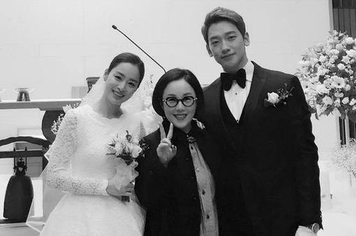 Phản ứng bất ngờ của Rain khi nhìn thấy Kim Tae Hee mặc váy cưới
