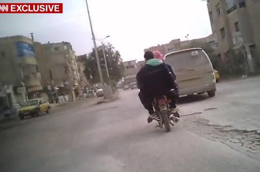 CNN công bố video bí mật từ bên trong thành phố bị IS chiếm đóng