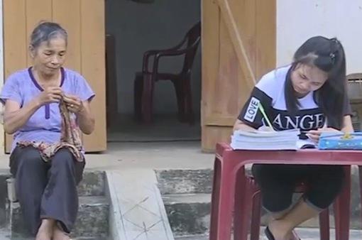Cô học trò nghèo mồ côi với ước mơ trở thành hướng dẫn viên du lịch