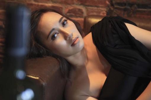 Hát nhạc phim Sống chung với mẹ chồng, Khánh Linh kể chuyện hôn nhân của chính mình