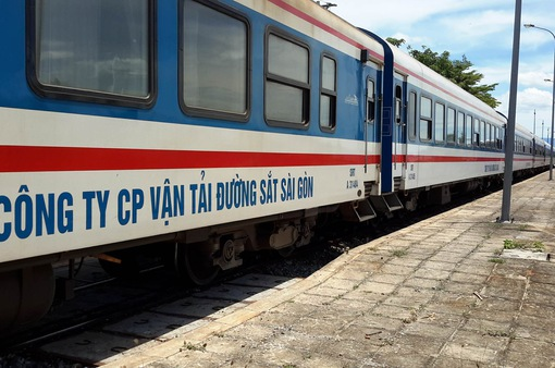 Đảm bảo an ninh, an toàn trong dịp Tết 2018 với cổng soát vé tự động tại ga Hà Nội, Sài Gòn