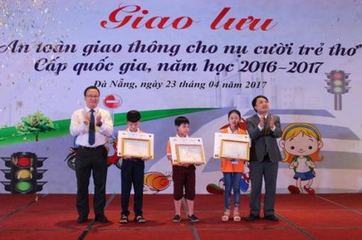 """45 phần thưởng được trao trong chương trình """"ATGT cho nụ cười trẻ thơ"""""""