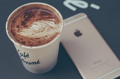 Đừng chê iPhone X đắt, bởi nó rẻ hơn cả một… cốc cà phê