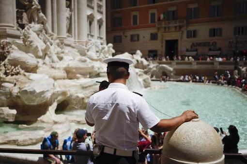 Italy giữ nề nếp tại các đài phun nước trước làn sóng khách du lịch