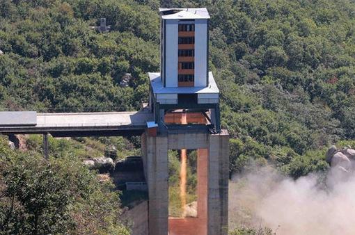 Triều Tiên thử nghiệm động cơ tên lửa