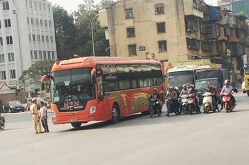 """Hà Nội: """"Cấm bến"""" 20 xe khách vì mắc nhiều lỗi vi phạm"""