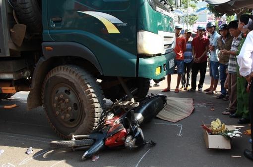 Đăk Lăk: Xe ben vượt ẩu gây tai nạn chết người