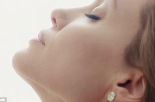 Thêm một tin điên rồ về Angelina Jolie