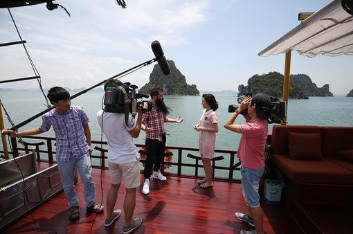 """MC Thùy Dương cùng đạo diễn """"Kong: Đảo đầu lâu"""" tới nơi đẹp nhất Việt Nam"""