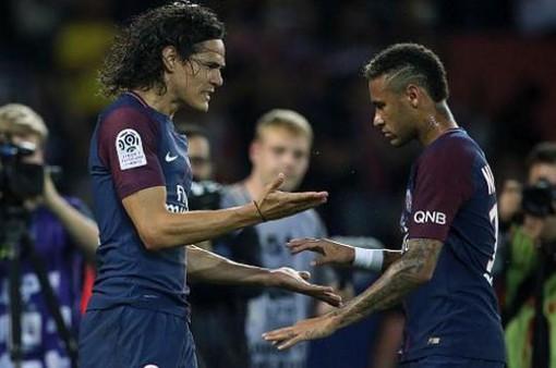 Sau tất cả, Cavani đã không còn phải tranh penalty với Neymar