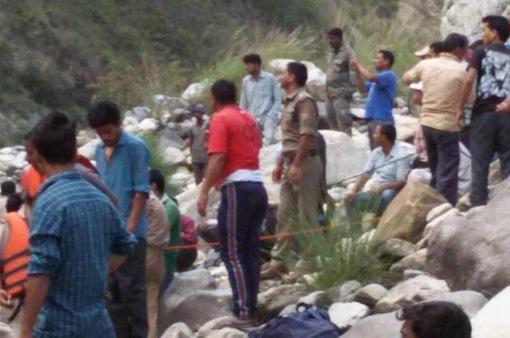 Xe bus rơi xuống hẻm núi ở Ấn Độ, 21 người thiệt mạng