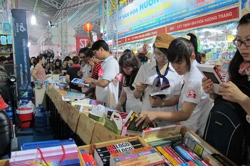 Thị trường tiêu thụ xuất bản phẩm quy mô còn nhỏ bé