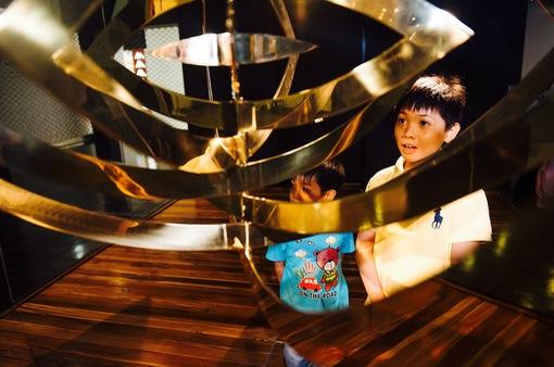 """Khách tham quan háo hức xếp hàng tại Trung tâm nghệ thuật """"hot nhất Vịnh Bắc Bộ"""""""