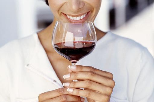 Phụ nữ không bao giờ uống rượu vang đỏ chính là sai lầm!