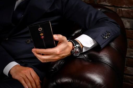Tonino Lamborghini ra mắt siêu smartphone: iPhone 8 cũng thường thôi!