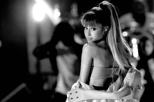 Ariana Grande hủy show tại Việt Nam vào phút chót, fan ngẩn ngơ