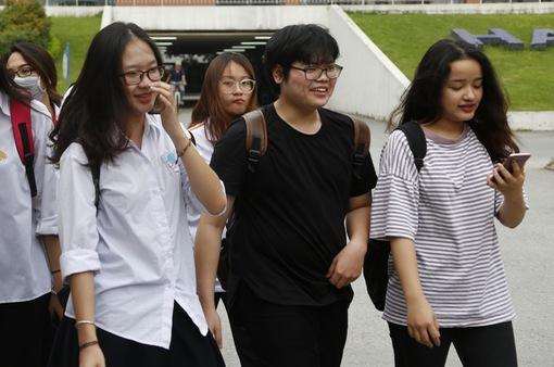Thi THPT Quốc gia 2017: Các thí sinh hoàn thành môn Ngoại ngữ và bài thi tổ hợp KHTN