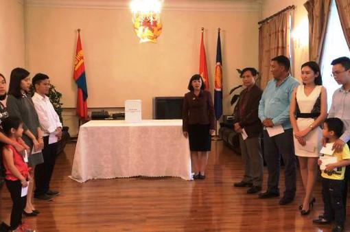 Đại sứ quán Việt Nam tại Mông Cổ ủng hộ đồng bào vùng lũ