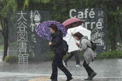 Bão Lan rời khỏi Nhật Bản sau khi gây lụt lội nghiêm trọng