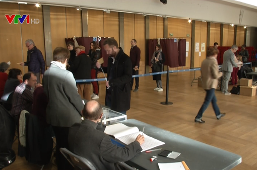 Bầu cử Tổng thống Pháp: Nhiều cử tri do dự chưa quyết bầu cho ai