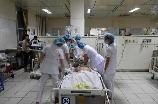 Chuyển 10 bệnh nhân chạy thận ở Hòa Bình về BV Bạch Mai