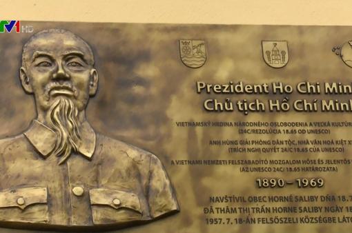 Thị trấn Horne Saliby đặt biển lưu niệm nơi Chủ tịch Hồ Chí Minh đến thăm