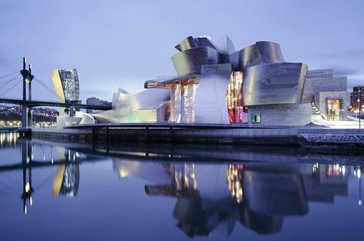 Bảo tàng Bilbao với thiết kế ấn tượng tại Tây Ban Nha