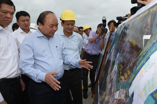 Thủ tướng Nguyễn Xuân Phúc thăm cảng Cái Mép