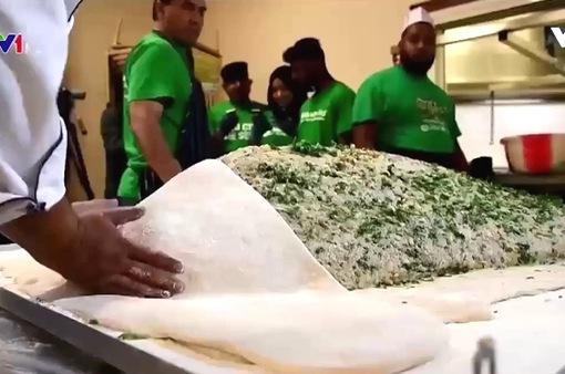 Bánh gối lớn nhất thế giới dành cho người vô gia cư