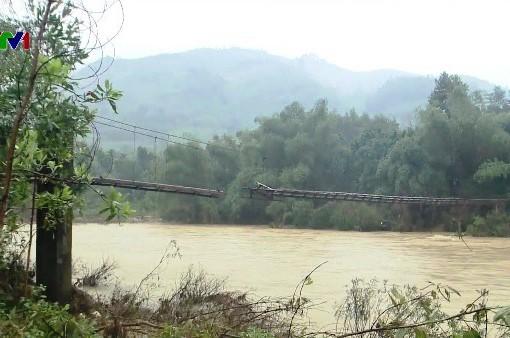 Lũ cuốn trôi hệ thống cấp nước, hàng trăm hộ dân ở Quảng Ngãi thiếu nước sinh hoạt