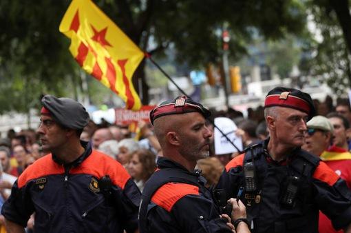Tây Ban Nha tăng cường biện pháp ngăn chặn cuộc trưng cầu ý dân ở Catalonia