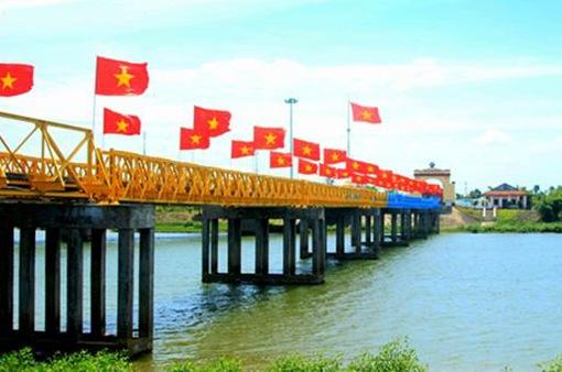 Hình ảnh cây cầu Hiền Lương xưa và nay