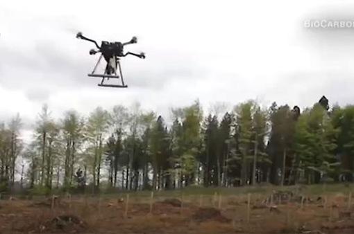 Trồng cây xanh bằng máy bay không người lái
