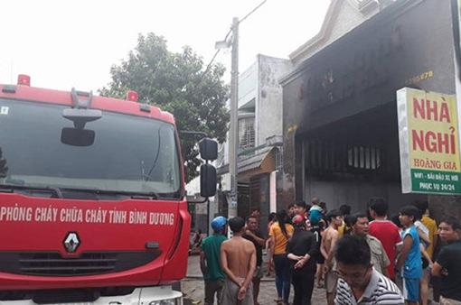 Cháy nhà nghỉ, nhiều khách thuê phòng kêu cứu
