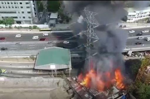 Cháy và sập tháp tín hiệu tại Philippines