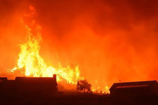 Diện tích cháy rừng ở California lớn hơn cả thành phố New York