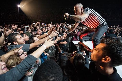 Chester treo cổ tự tử, Linkin Park hủy tour lưu diễn, hoàn tiền cho khán giả