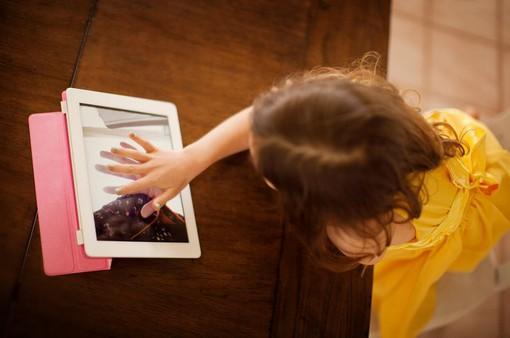 Tác hại không ngờ từ các thiết bị di động đối với trẻ nhỏ
