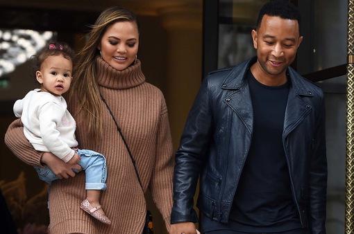 Vợ chồng John Legend sẽ có con trai?