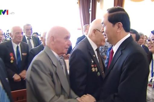 Chủ tịch nước gặp cựu chiến binh Belarus chiến đấu tại Việt Nam