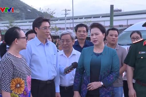 Chủ tịch Quốc hội thăm nhân dân vùng bão Khánh Hòa