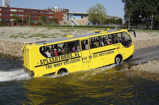 Những hình ảnh đầu tiên về xe bus đường sông tại TP.HCM